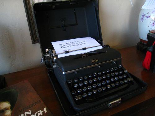 Vintage_Typewriter