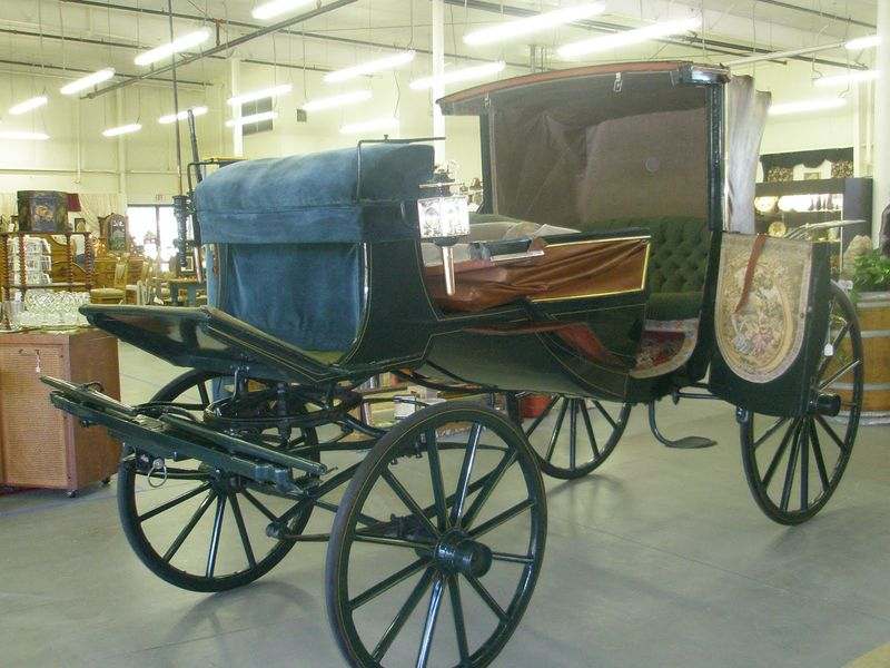 Vintage_wedding_carriage