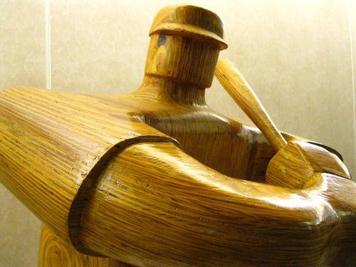 Wood_baseball_player_sculpture