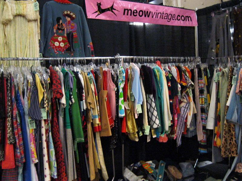Meow_Vintage_Clothing