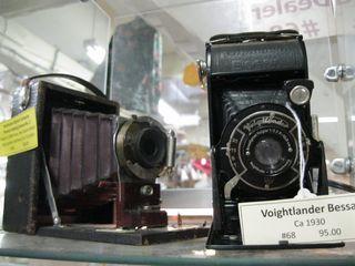 Old_barn_old_cameras